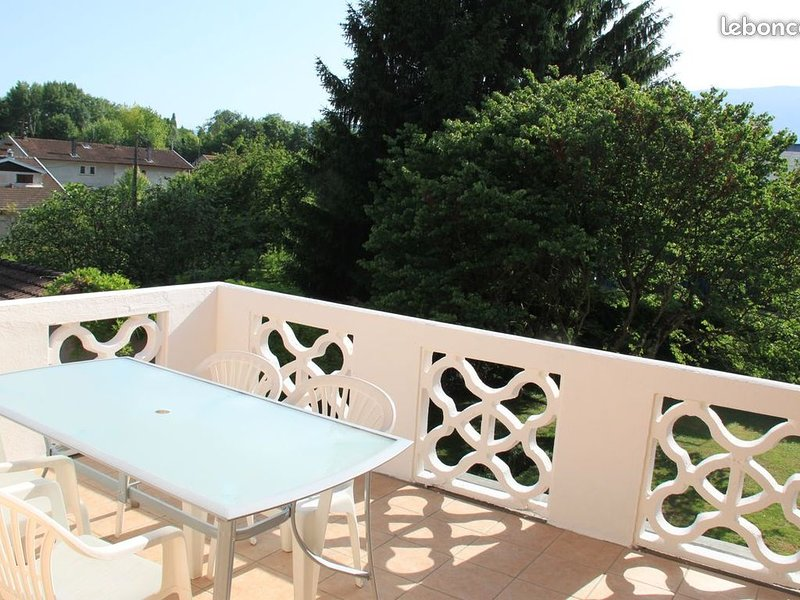 Location pour cure ou vacances T3, holiday rental in Voglans