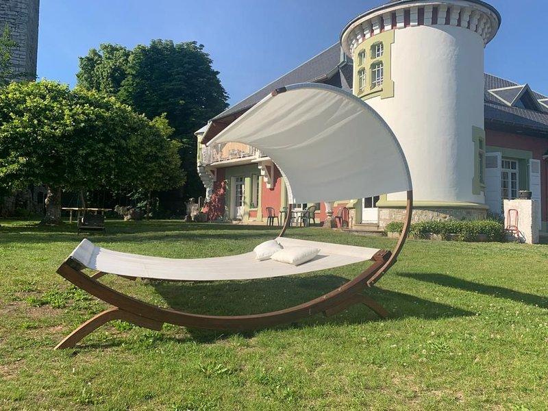 Manoir de la Tour dans un parc  grandiose avec vue sur le lac du Bourget, casa vacanza a Montcel