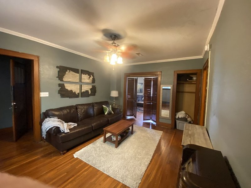 Historic 3 Bedroom in House Building, vacation rental in Wichita