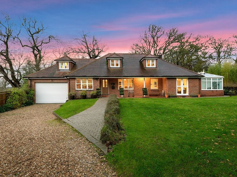 Mews Hill, 5 bedroom New Forest Holiday Cottage, location de vacances à Redlynch