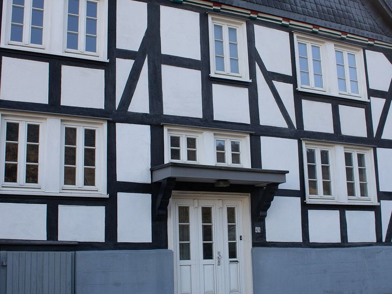 Large holiday home in Winterberg-Silbach with wood stove, sauna, garden and terr, casa vacanza a Boedefeld