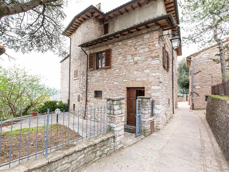 Inviting Villa in Spello with Balcony, location de vacances à Pale