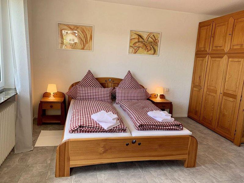 Ferienwohnung mit Balkon und Ausblick, 121qm, 2 Schlafzimmer, max. 4 Personen, holiday rental in Durbach