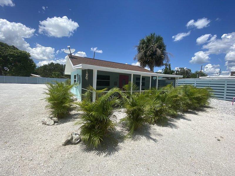 Stressless Vacation Spot! The Dolphin · Saltwater and Sunshine? -UV-C Sanitized, aluguéis de temporada em Nokomis