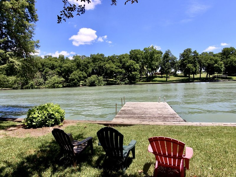 The Lakehouse- 3BDR/1BTH- RIGHT ON LAKE MCQUEENEY, holiday rental in McQueeney