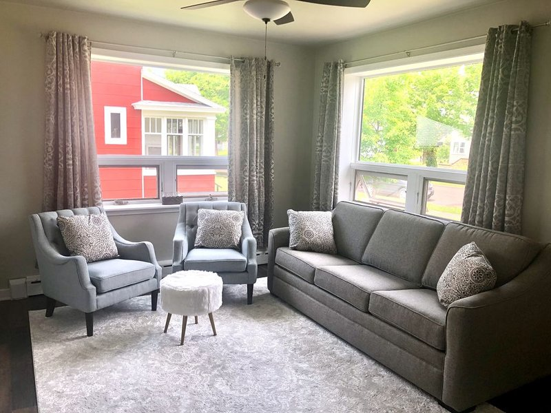 Cozy remodeled cottage in heart of Ashland/Chequamegon Bay/Lake Superior, vacation rental in Ashland