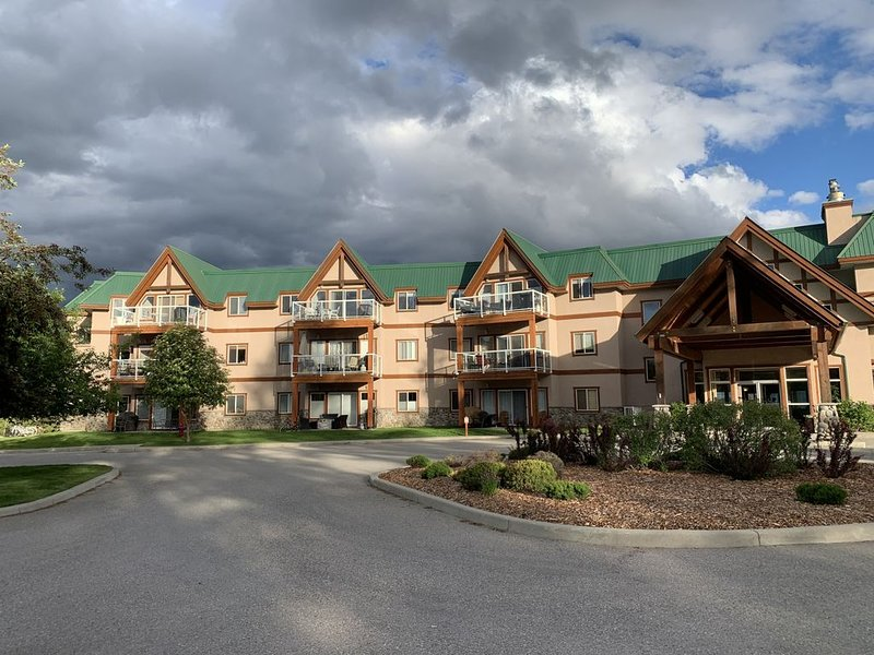 Invermere's Heron Point - $71-$279/night,2 Br.Condo/Pool/Hot Tub/Park Pass/Mtn.V, Ferienwohnung in Fairmont Hot Springs