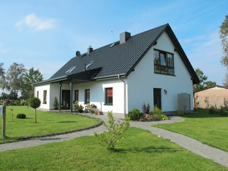 Apartment in Loissin OT Gahlkow, Baltic Sea: Mecklenburg - 4 persons, 1 bedroom, vacation rental in Alt Jargenow