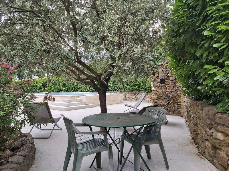 VILLA CALME BIEN EQUIPEE AVEC INTERNET PISCINE BILLARD PING PONG EQUIPEMENT BEBE, holiday rental in Saint-Sernin