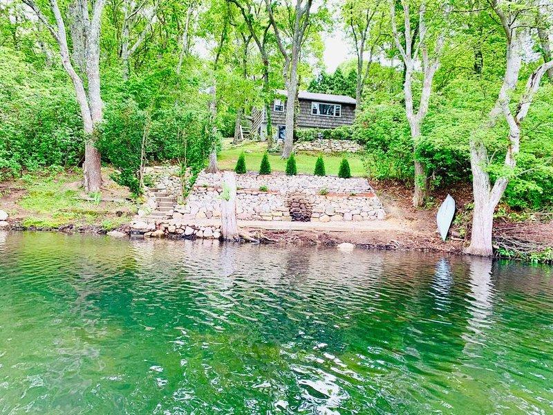 Cape House on Garrett's Pond, location de vacances à Barnstable