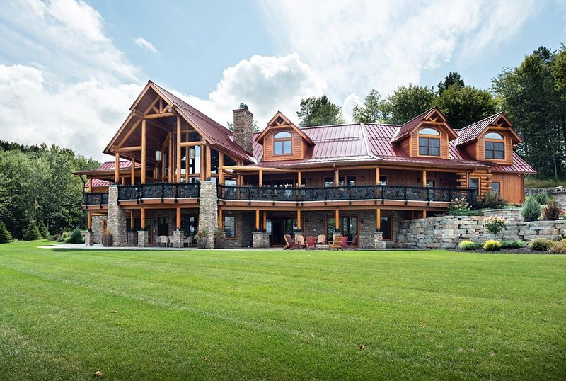 THE KUYAHOORA ADIRONDACK LUXURY LODGE - LAKE FRONT 9K Sq. Ft. (Sleeps up to 18) – semesterbostad i Woodgate