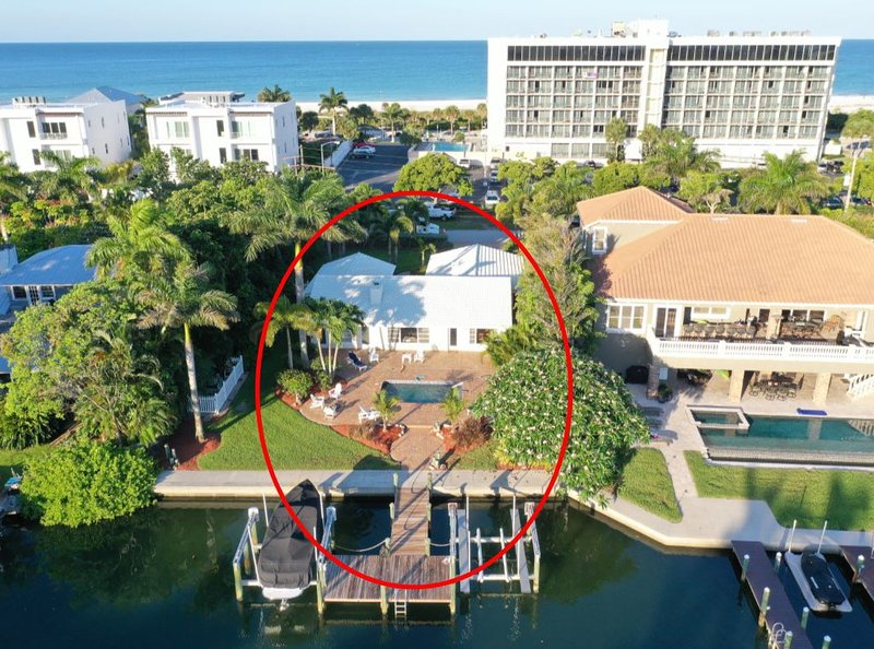 Luxurious Waterfront Home Walking Distance from Lido Beach and St Armands Circle, holiday rental in Sarasota