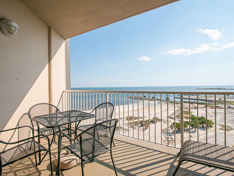 On the Sand Beach in Biloxi + Great Views from the 9th floor!!!, alquiler de vacaciones en Biloxi