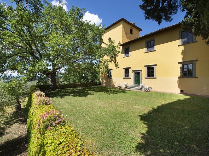 Villa elegante con piscina sulle colline di Firenze, holiday rental in Tavarnuzze
