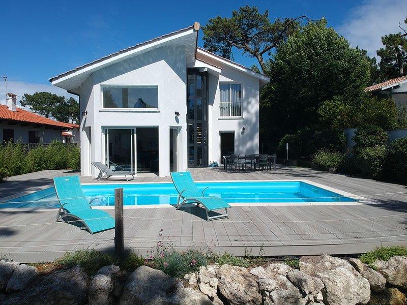 Agréable villa climatisée, piscine chauffée, idéale pour familles ou entre amis, vacation rental in Arcachon