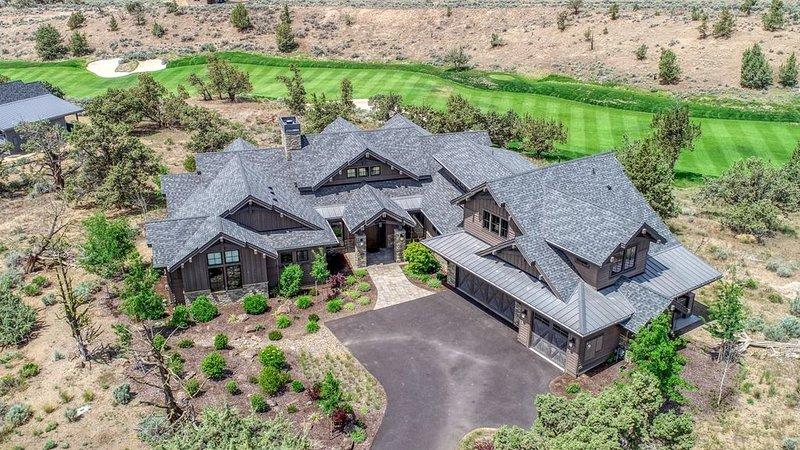 Casa de Brasada Sleeps 10, Fire Pit, Golf, Hot Tub, Pools, casa vacanza a Alfalfa