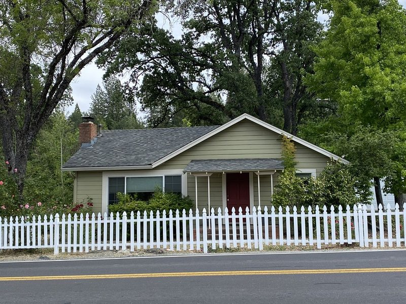 Van's Yosemite Garden Cottage, holiday rental in Dogtown