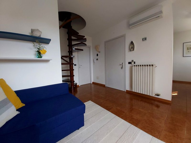 Comfortable flat in villa on the first floor with private garden., vacation rental in Albisano