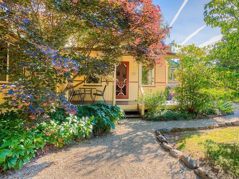 Autumn Abode Cottages - Two Bedroom Cottage, holiday rental in Bright