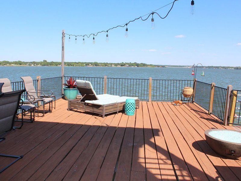 Happy Place on Lake Granbury, vacation rental in Godley