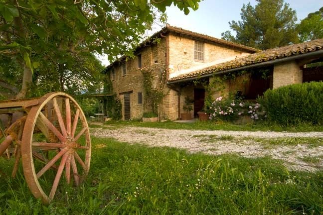 STONEWALL CASALE with POOL and WIFI  SPLENDID VIEW on SPOLETO VALLEY, vacation rental in San Giacomo