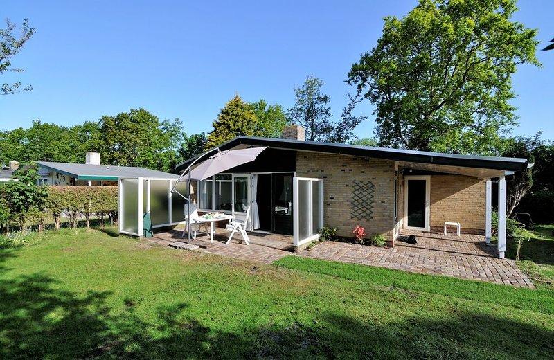 Gerenoveerde vrijstaande luxe bungalow, vacation rental in Schagerbrug