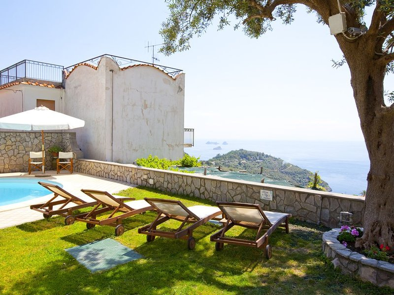 Apartment  with shared  pool and private beach, alquiler de vacaciones en Nerano