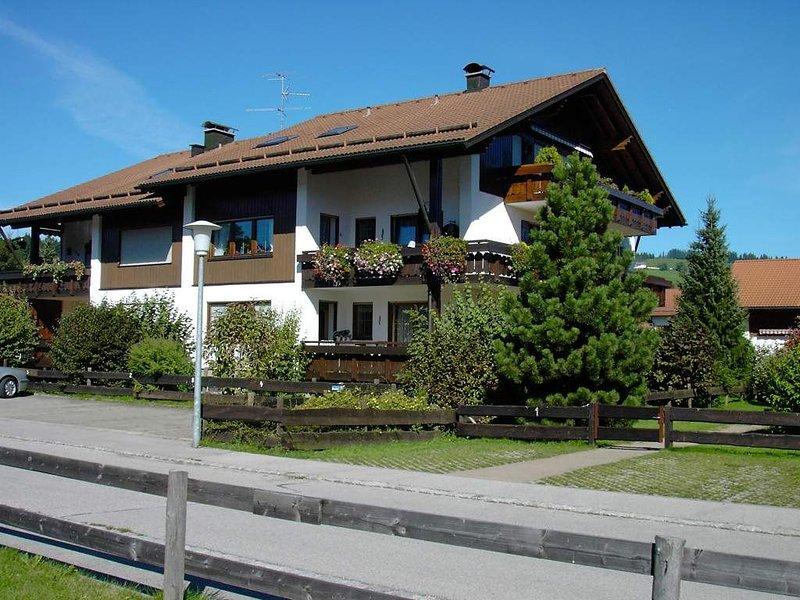 Gepflegte Wohnung im allgäuer Stil, aluguéis de temporada em Wertach