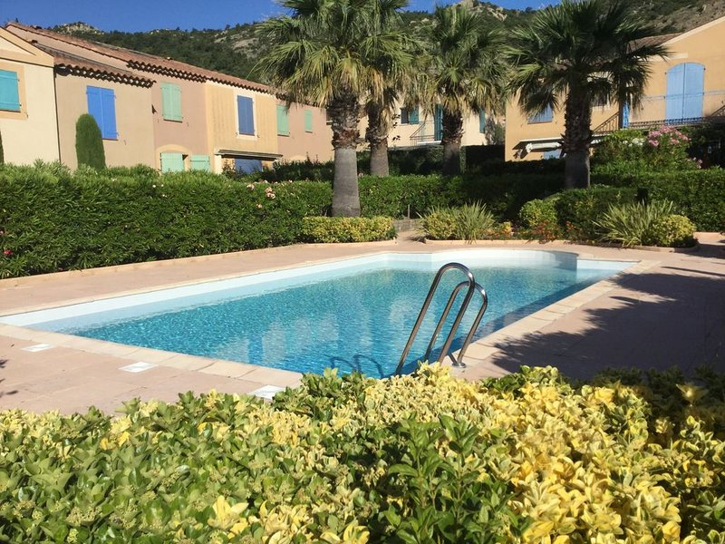 Mazet avec piscine au coeur du village du Plan de la Tour (Golfe de St Tropez), casa vacanza a Plan de la Tour