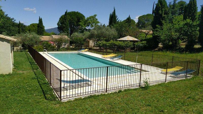 Joli Mazet avec piscine partagée, chauffée et sécurisée, alquiler vacacional en Mirabel-aux-Baronnies