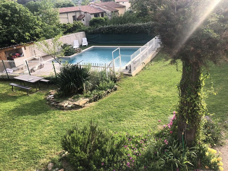 Vacances tranquilles en famille, aluguéis de temporada em Le Puech
