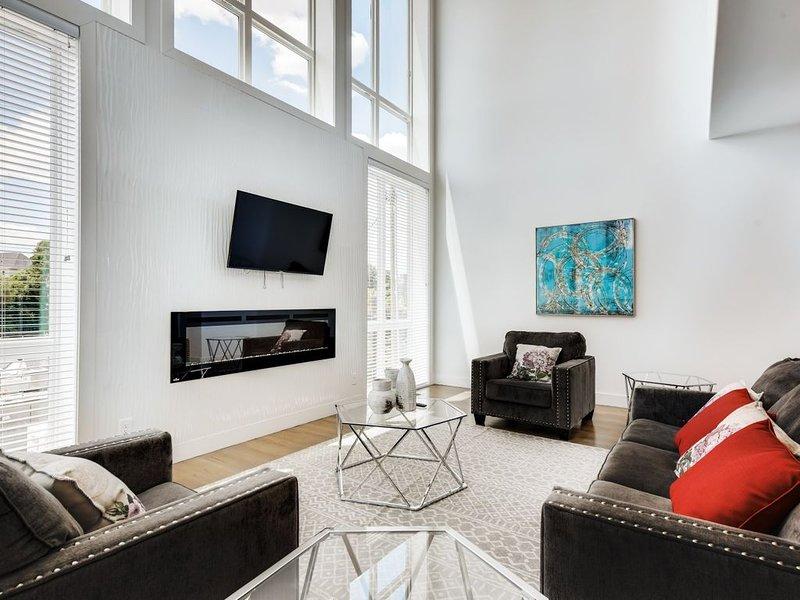 Luxury Home w/ Rooftop Patio - 2.9 Miles to Downtown, aluguéis de temporada em Oak Hill