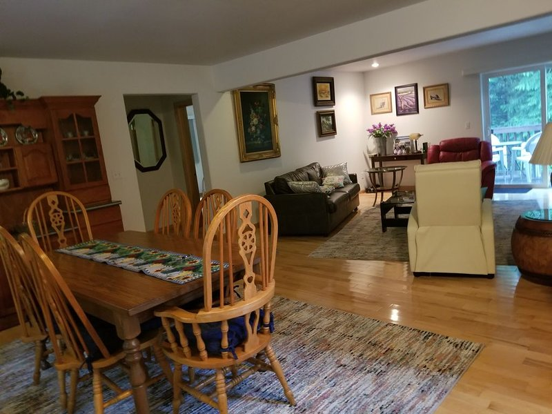 QUIET GETAWAY HOME FOR THE ENTIRE FAMILY!!, vacation rental in Sequim