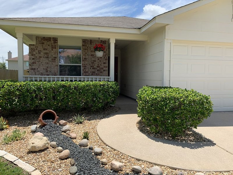Clean cozy home in South College Station!, holiday rental in College Station