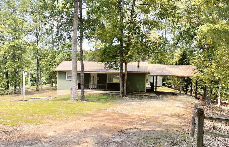 Newly Remodeled House on Kentucky Lake, Near Breakers Marina, location de vacances à Bumpus Mills