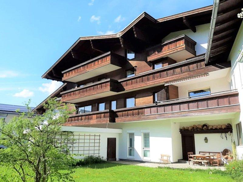 Classic Holiday Home in Altenmarkt im Pongau with Balcony, holiday rental in Filzmoos