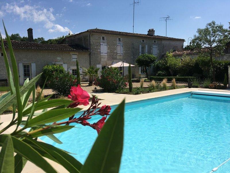 Gîte de charme  3 étoiles ⭐️⭐️⭐️, vacation rental in Vaux-Rouillac