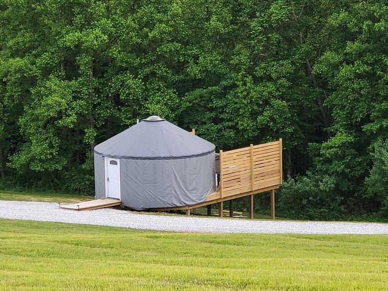 The Hummingbird  is a Stylish 20ft Yurt house!, location de vacances à Sugar Grove