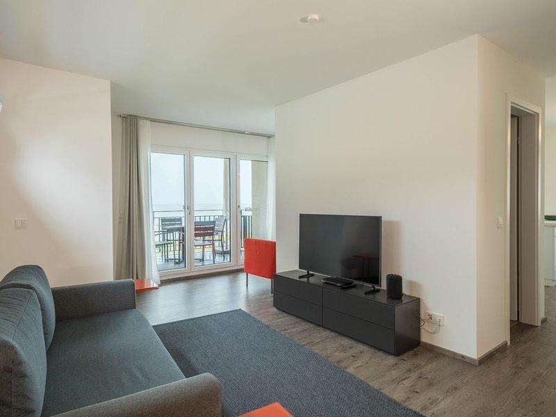 Neubauwohnung ARGUNA direkt am Bodensee mit Seeblick, Bergblick, Balkon & WLAN,, holiday rental in Langenargen