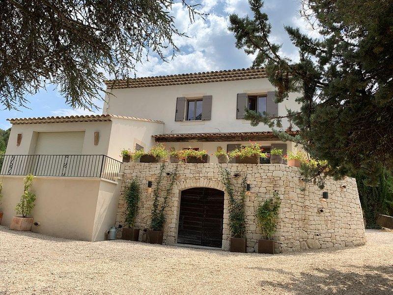 Bastide provençale avec vue et piscine privée à Lourmarin, holiday rental in Lourmarin