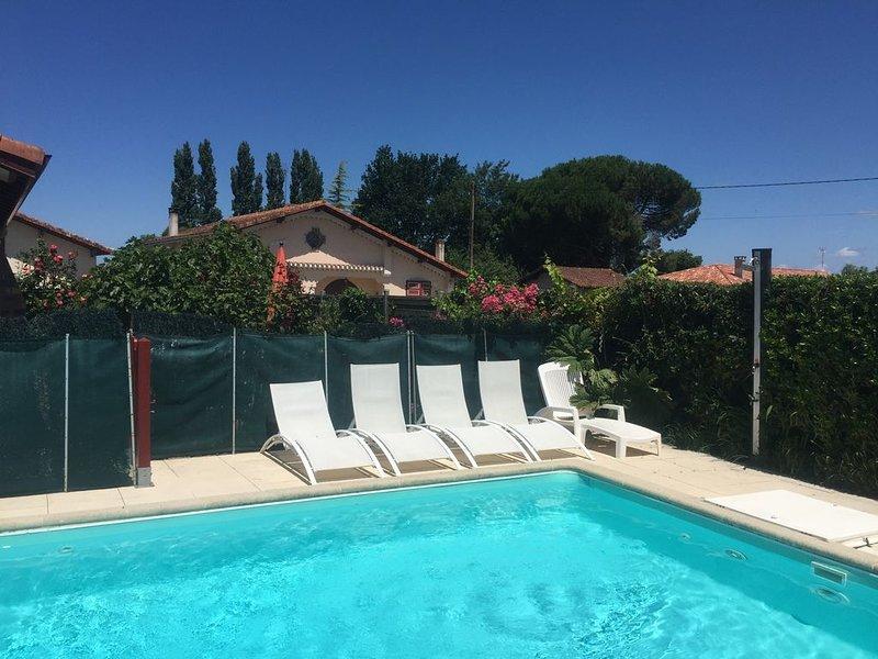 Maison à Soustons, Landes - piscine, jardin clos et privatif -animaux bienvenus, holiday rental in Soustons