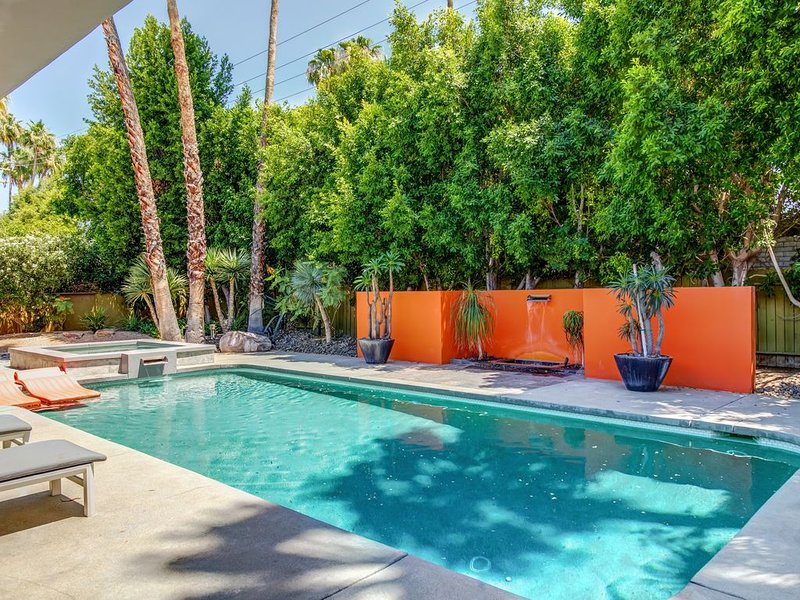 Large Comfortable Home - Flexible Cancellation Policy - Long Term Discount, holiday rental in Palm Springs