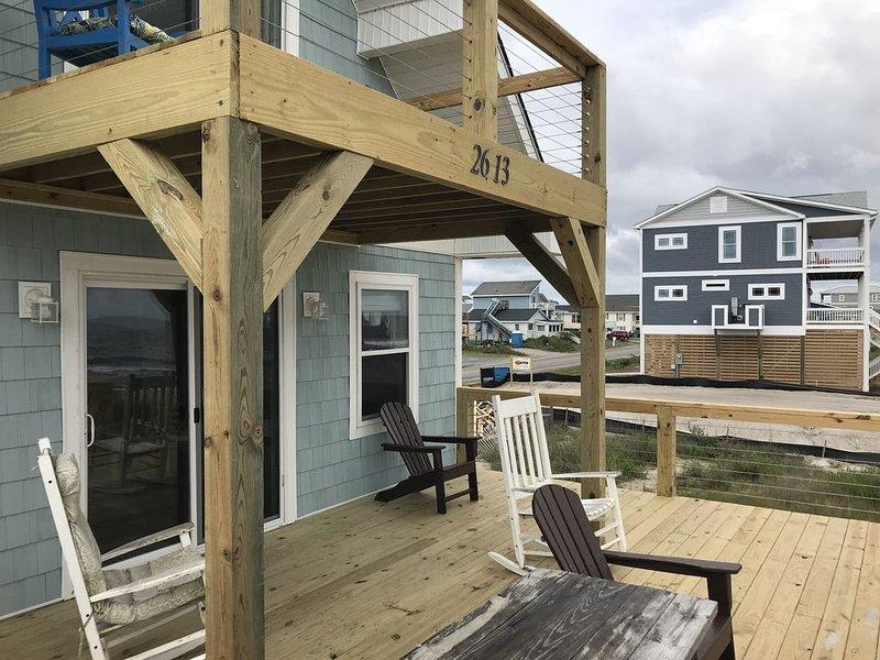 Ocean Front WiFi, Pet Friendly, HDTV, Balcony Overlooking Ocean, just renovated!, holiday rental in Oak Island