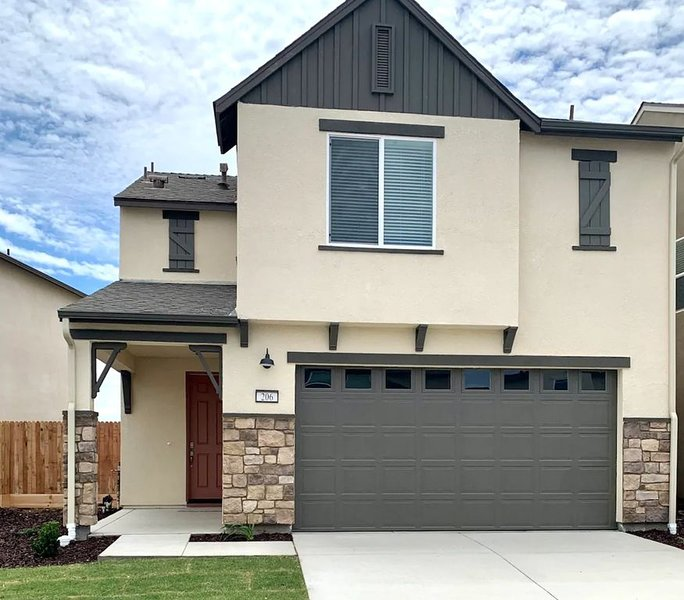 Beautiful Home - 3 bed 2.5 bath - 2car Garage -W/D, vacation rental in Merced