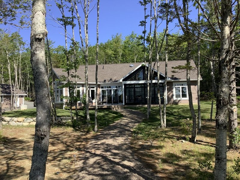 Staycation in Nova Scotia this winter in this new executive lakeside home., holiday rental in Liverpool