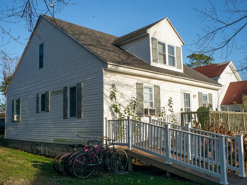 Located In Ewell, Sleeps up to 12 Guests, Great location with Internet, holiday rental in Marion Station