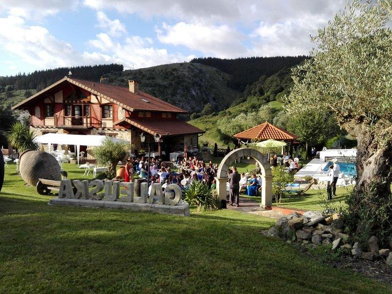 la casa mas bonita del mundo ideal para sorprender y celebrar eventos., alquiler de vacaciones en Manurga