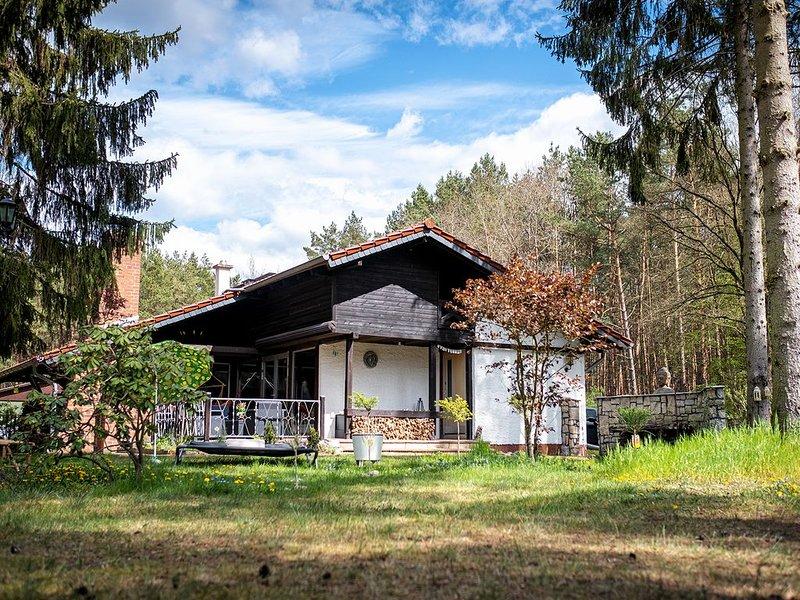 Ferienhaus 'Waldblick' in der Natur mit großem Garten., vacation rental in Oberkraemer