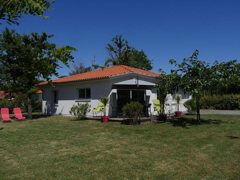 Jolie Villa neuve, au calme, proche forêt Biscarrosse / 6p, casa vacanza a Landes