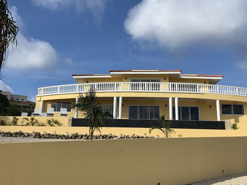 Completely remodeled spacious Villa with Ocean View, and huge Pool!, location de vacances à Bonaire